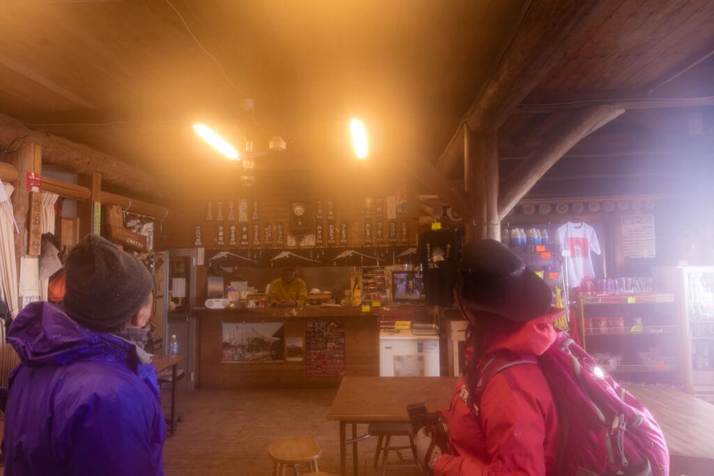 富士山富士宮口 九合目 萬年雪山荘でカフェタイム