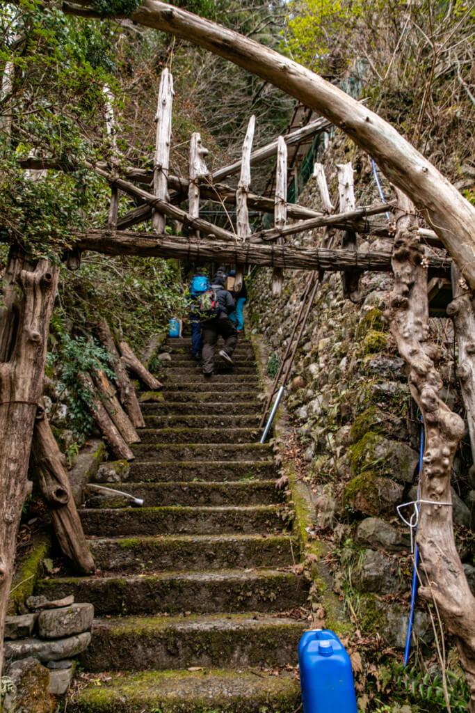 仙人の家の階段