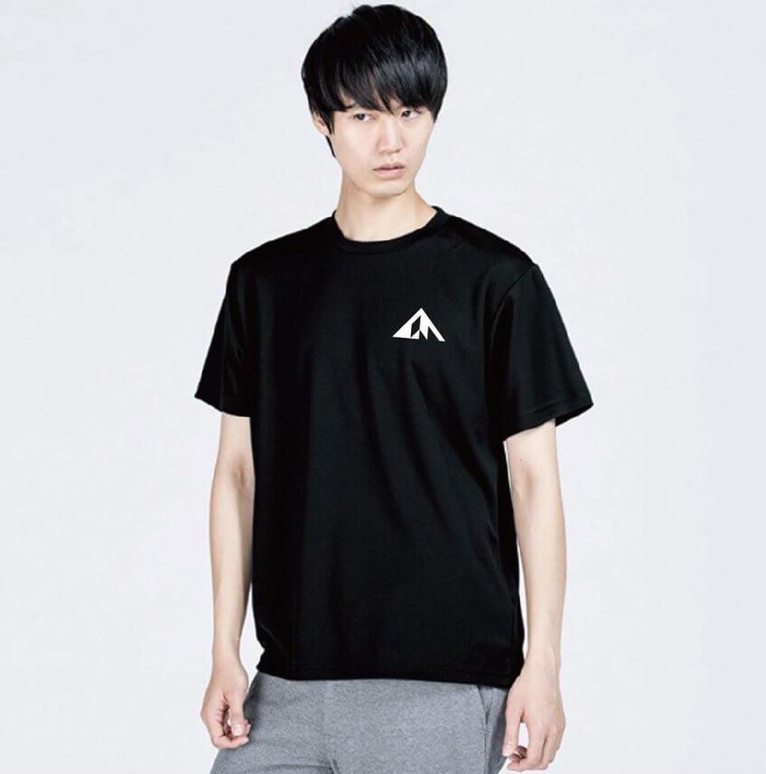 登っちゃえば?Tシャツ モデル