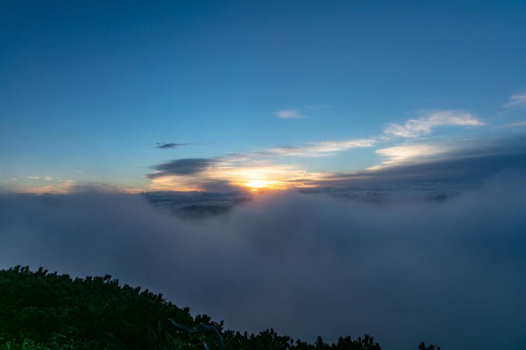 八ヶ岳 横岳からの御来光直前