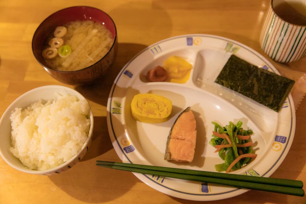 岳沢小屋 朝食