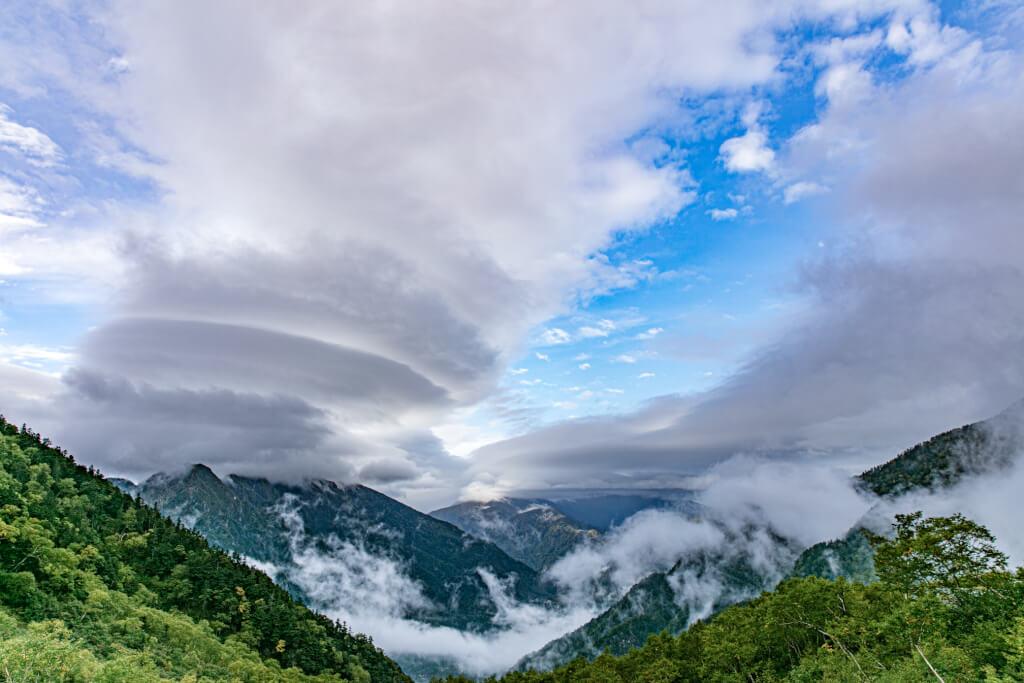 岳沢小屋から見た吊るし雲