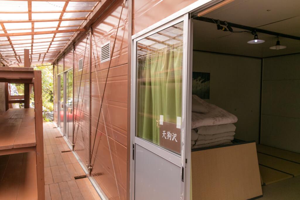 岳沢小屋 寝室の建屋