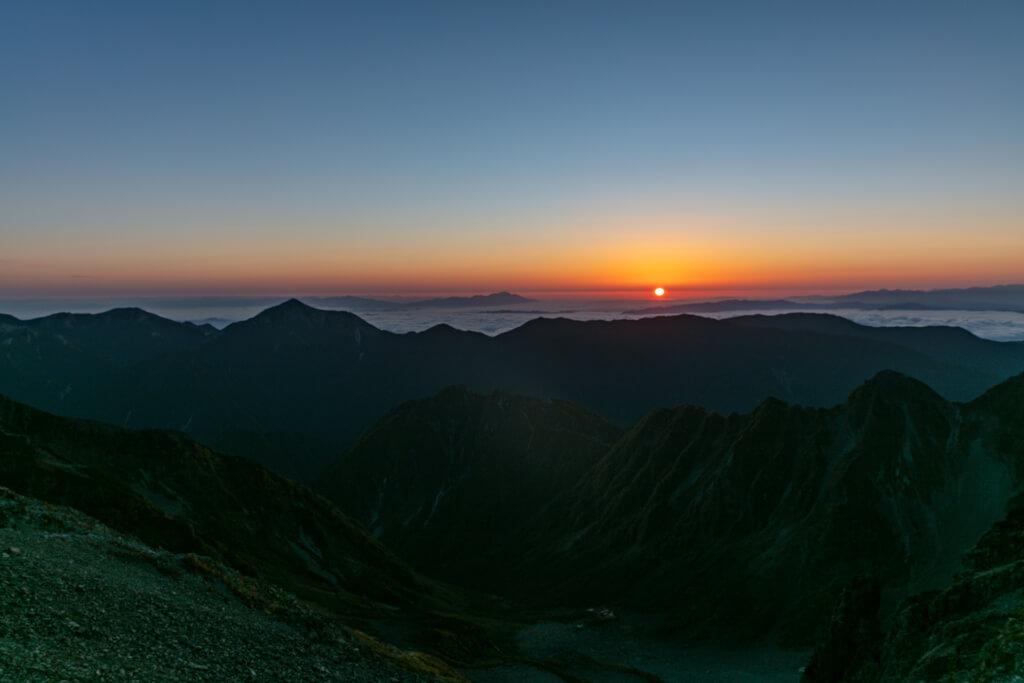 穂高岳山荘の日の出