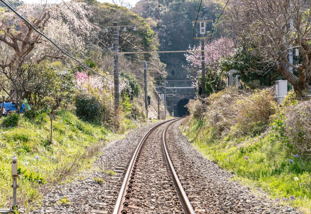 線路とトンネル