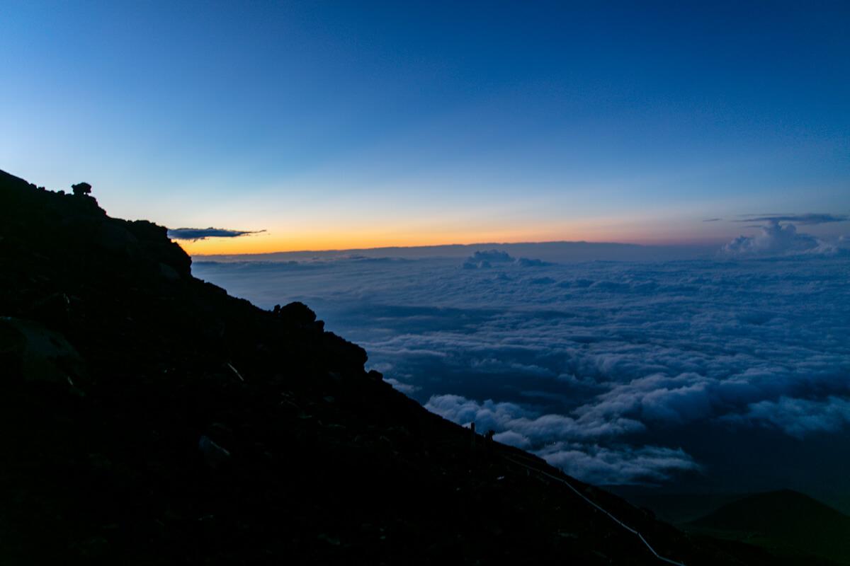 富士山 御殿場ルート 頂上付近 夜明け前