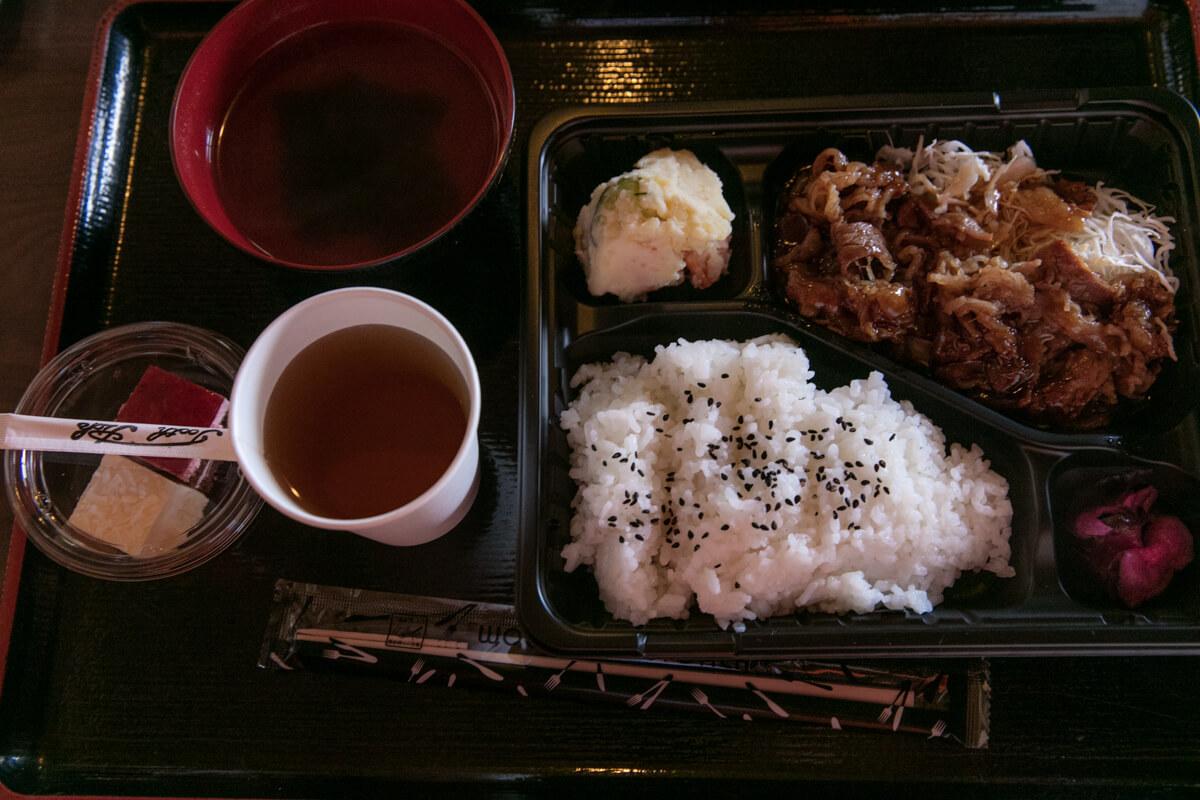 富士山富士宮口 新七合目 御来光山荘 夕食 カルビ定食