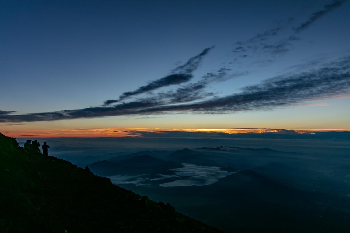 富士山富士宮口 山頂 御来光前