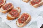 完熟トマトのブルスケッタ